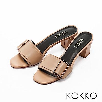 KOKKO-漫步曼哈頓金屬扣粗跟涼拖鞋-名媛杏