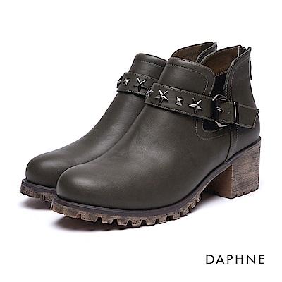 達芙妮DAPHNE 短靴-星型鉚釘皮帶釦拼接粗跟踝靴-橄欖綠