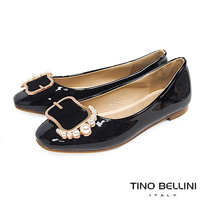 Tino Bellini 綺麗珍珠皮帶飾釦平底娃娃鞋_ 黑