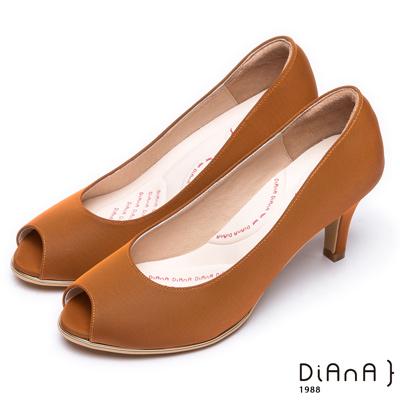 DIANA 漫步雲端輕盈美人款—日系原色防潑水羅馬紋魚口跟鞋 –焦糖棕