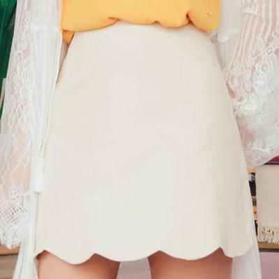 AIR SPACE PLUS 中大尺碼 花瓣裙襬純色舒彈短裙(杏)!