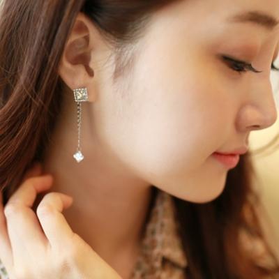 梨花HaNA-韓國S925銀華麗態度方鑽鉚釘垂索耳