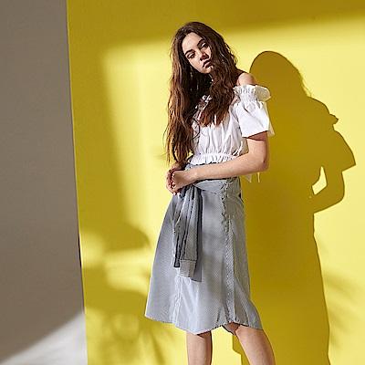 ICHE 衣哲 時尚都會條紋撞色綁帶排扣設計膝下裙-藍
