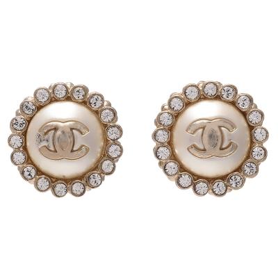 CHANEL 香奈兒經典雙C LOGO水鑽圍繞鑲嵌圓形針式耳環(金)