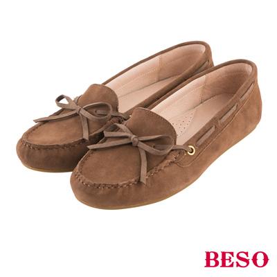 BESO繽紛奇幻 經典都會蝴蝶結全真皮莫卡辛鞋~灰褐