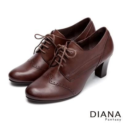 DIANA-經典學院-車線綁帶式沖孔真皮跟鞋-咖