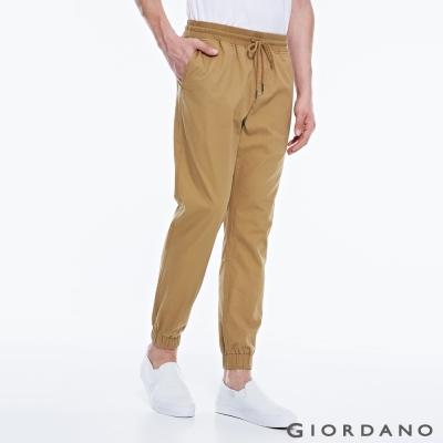 GIORDANO 男裝純棉素色修身梭織束口褲-13 虎眼石卡其