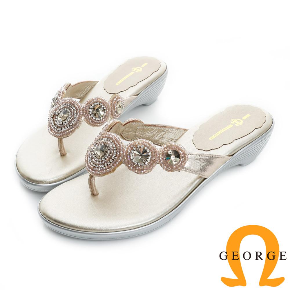 GEORGE喬治皮鞋-圓形水鑽裝飾夾腳低跟涼拖鞋-金色