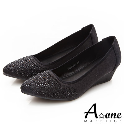 A one璀璨煙火燙鑽尖頭楔型跟鞋-黑色