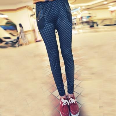 【La Belleza 中大尺碼】亮面紋皮質口袋彈性九分內搭褲