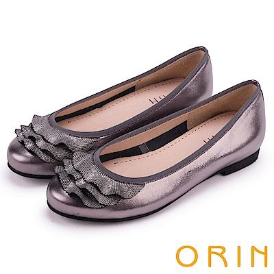 ORIN 微甜新時尚 牛皮拼接壓紋羊皮裙擺娃娃鞋-銀色