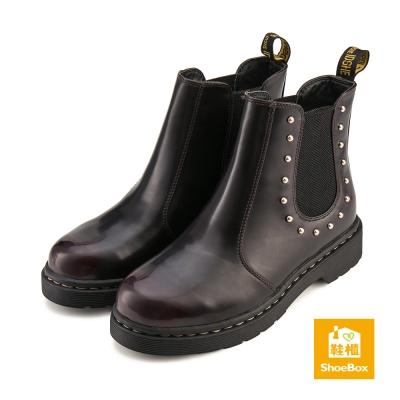 鞋櫃ShoeBox-短靴-手縫感鉚釘雀兒喜短靴-暗紅