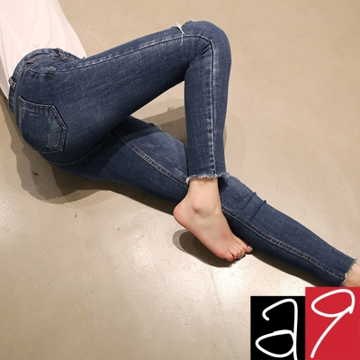正韓-破洞鬚邊翹臀貼腿窄管-深藍色-a9