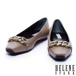平底鞋 HELENE SPARK 金屬風鎖鍊配飾牛皮方頭平底鞋-杏