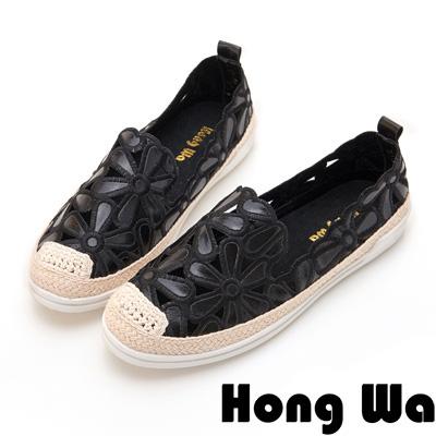 Hong Wa 率性電繡花瓣拼接休閒便鞋 - 黑