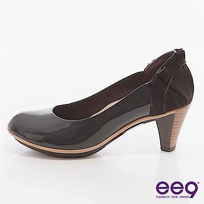 ee9心滿益足-素雅鞋面X後跟抓皺層次拼接麂皮高跟鞋-可可