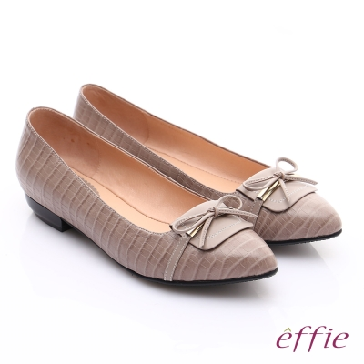 effie 輕透美型 全真皮壓紋金屬飾扣低跟鞋 卡其