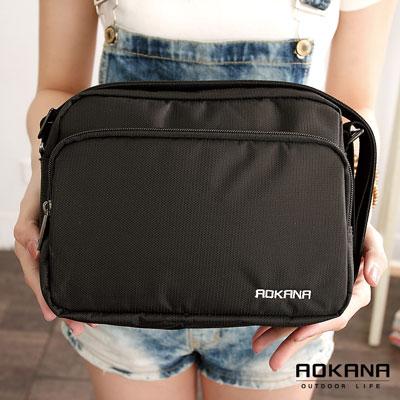 AOKANA奧卡納 MIT輕量防潑水多隔層側背包 (02-018)百搭黑