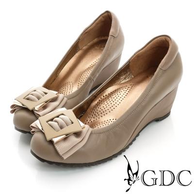 GDC都會-方型飾扣楔型厚底真皮中跟鞋-卡其色