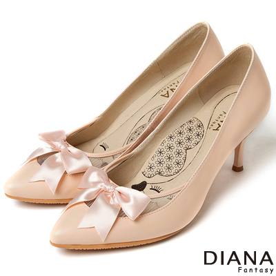 DIANA 超厚切LADY款--緞帶蝴蝶結簍空真皮跟鞋-粉