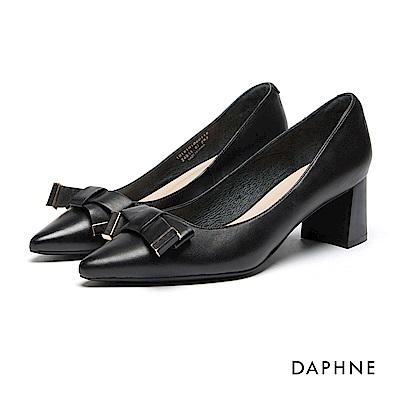 達芙妮DAPHNE 跟鞋-真皮金屬飾帶蝴蝶結粗高跟鞋-黑