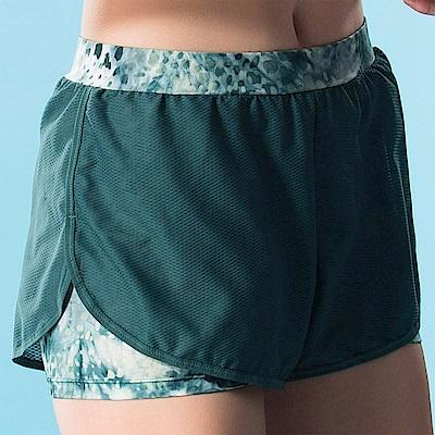 華歌爾-專業運動  M-LL 短褲(綠)吸濕快乾-假兩件式設計
