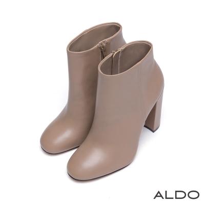 ALDO-人氣款真皮側邊拉鍊粗高跟短靴-優雅杏色