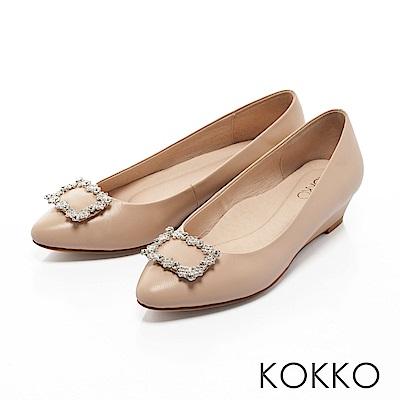 KOKKO- 漫舞春意花鑽尖頭楔形跟鞋 - 魅力杏
