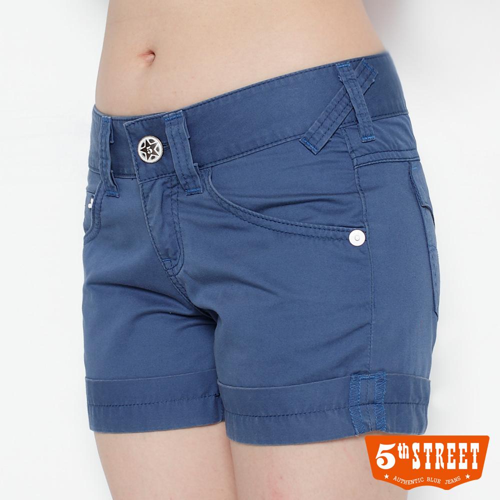 【5th STREET】大膽玩色 反折亮彩短褲-女款(藍色)