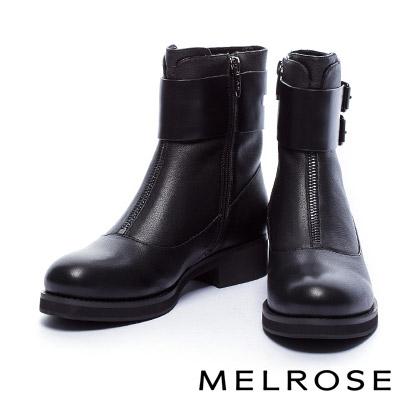 短靴 MELROSE 獨特環繞式金屬釦繫帶造型點綴俐落剪裁粗跟短靴-黑