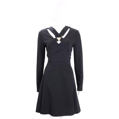 VERSACE 黑色前簍空三角金屬設計長袖洋裝