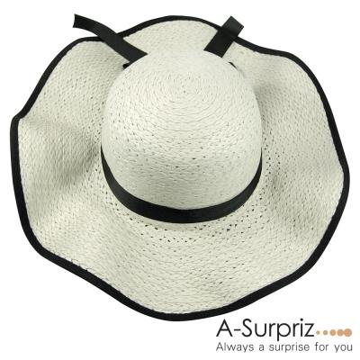 A-Surpriz-黑緞蝴蝶結波浪遮陽帽-米白