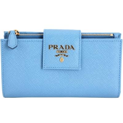 PRADA Saffiano Metal 金字掀式多卡層釦式中夾(天空藍)