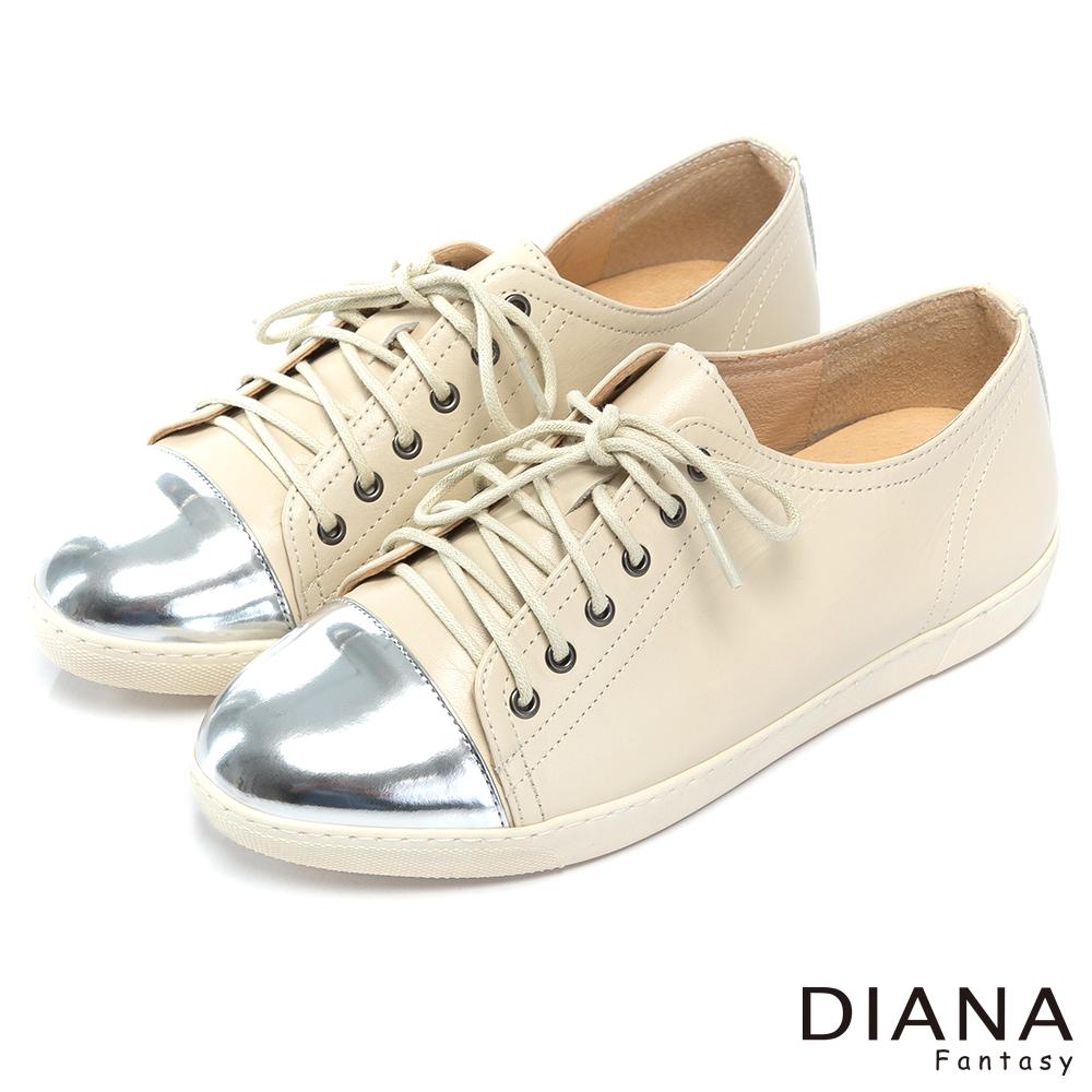 DIANA 率性焦點--前衛光澤個性風範綁帶真皮鞋-米