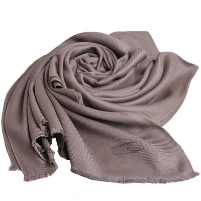MOSCHINO 品牌字母圖騰LOGO高質感素雅義大利製披肩圍巾(杏卡其)