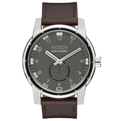NIXON PATRIOT LEATHER 獨領風騷復古時尚腕錶-銀X咖啡/45mm