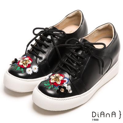 DIANA 時下流行--吸睛貴族風情電繡花朵內增高休閒鞋-時尚黑