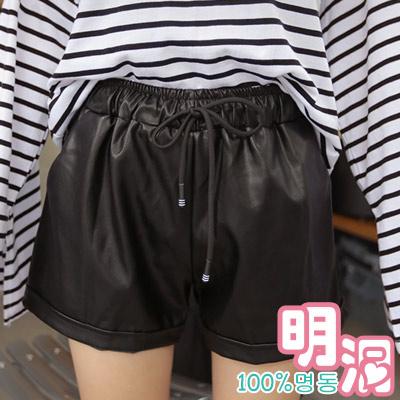 正韓-抽繩綁帶皮光感短褲-黑色-100-明洞