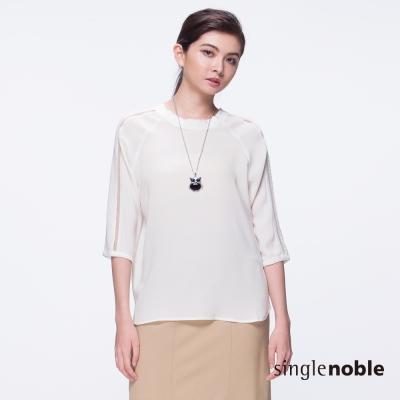 獨身貴族 氣質柔美素色鏤空五分袖設計上衣(2色)