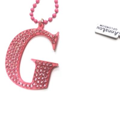 Anna Lou Of London 倫敦品牌 水晶字母項鍊 G 粉紅色
