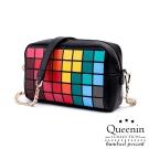 DF Queenin日韓 - 日本同步魔術方塊色彩學隨身斜背小包-共2色