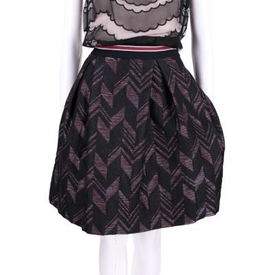 PINKO 黑x紅刺繡設計及膝裙