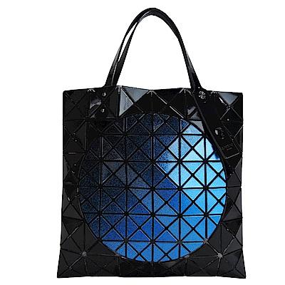 ISSEY MIYAKE三宅一生BAOBAO幾何6x6拼色圓形手提包(黑x藍)