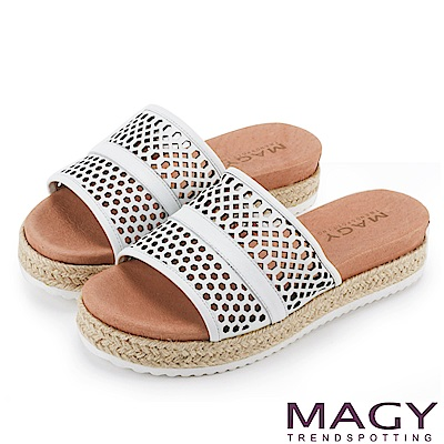 MAGY 率性休閒 牛皮洞洞麻編鑽飾厚底拖鞋-白色