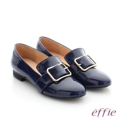 effie 個性美型 真皮方形飾釦奈米低跟鞋 深藍色