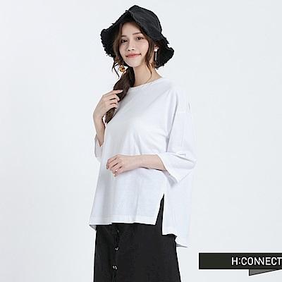 H:CONNECT 韓國品牌 女裝 -V線條露背純色T-Shirt-白