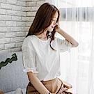 質感純色刺繡花朵圖案綴鬆緊荷葉袖口造型上衣.2色-OB大尺碼