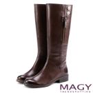 MAGY 經典騎士  牛皮造型銅釦拉鏈長靴-咖啡