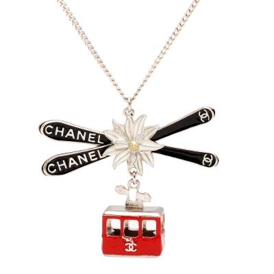CHANEL Salzburg系列白花X空中纜車造型墜飾項鍊