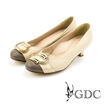 GDC-都會時尚C型飾扣雙色拼接真皮低跟鞋-可可色